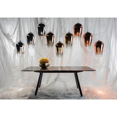 Fade fra Tom Dixon er prangende store flotte guld glaslamper. De passer ind i stort set alle indretninger og kan bruges i mange sammenhæng. www.moffice.dk