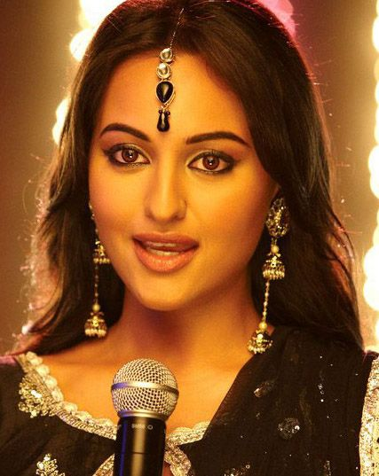 Sonakshi-Sinha - There are times I wish I could be a Bollywood actress if only to get away with the eye makeup!