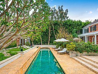 Elegante Hancock Park Estate, con piscina climatizada, cancha de baloncesto, cerca de Griffith Park Alquiler de vacaciones en #Hollywood de @homeaway! #vacation #rental #travel #homeaway #tourism #Viajes #turismo #vacaciones