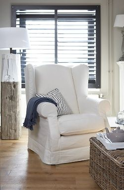 Crisp cottage/coastal decor. Perfect mix of white, blue, natural wood.