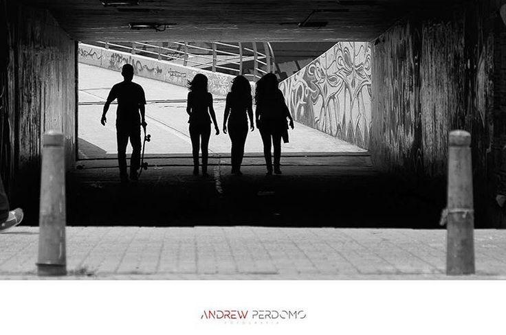 Skateboarding por Andrew Perdomo.