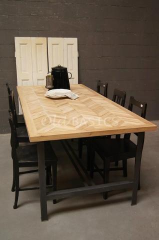 Tafels  Landelijke oude brocante eettafel met ijzeren