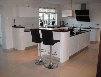 Åbent køkken med kogeø - granit bordplade