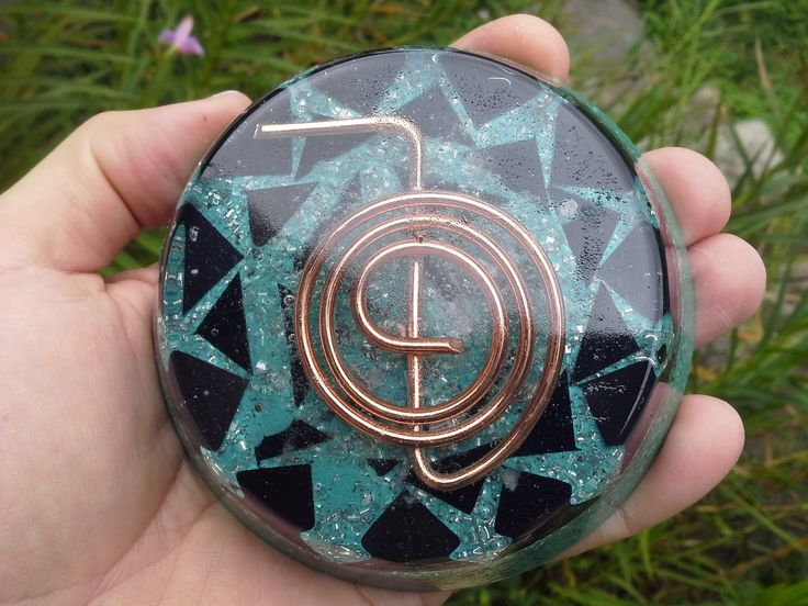 Orgonite circular com Cho Ku Rei símbolo do Reiki