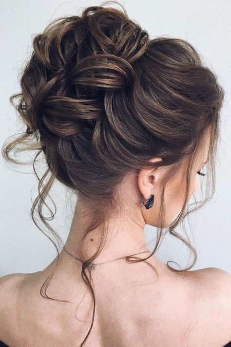 Beautiful updo wedding hairstyle idea #weddinghair #hairstyle #updo #weddingupdo #hairupdoideas #hairideas #bridalhair