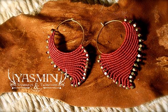 micro macrame shell earrings by yasmin I wish I knew how to do this. Beautiful job Yasmin.