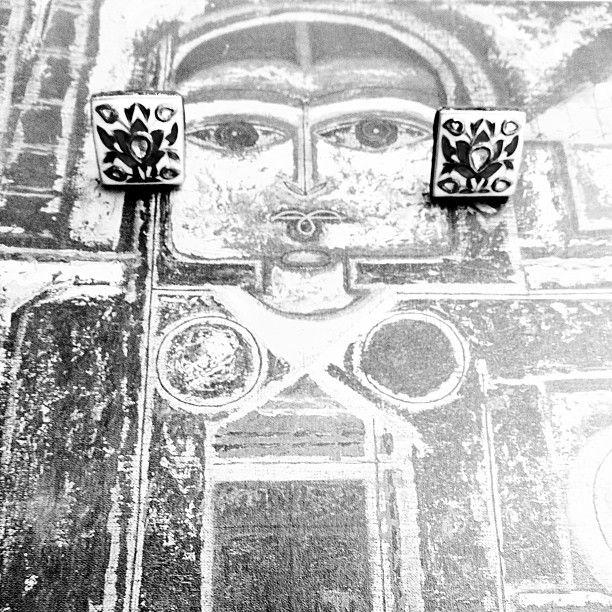 Geometric visage. #vintage #22K #jewelry #polkis #sannugram