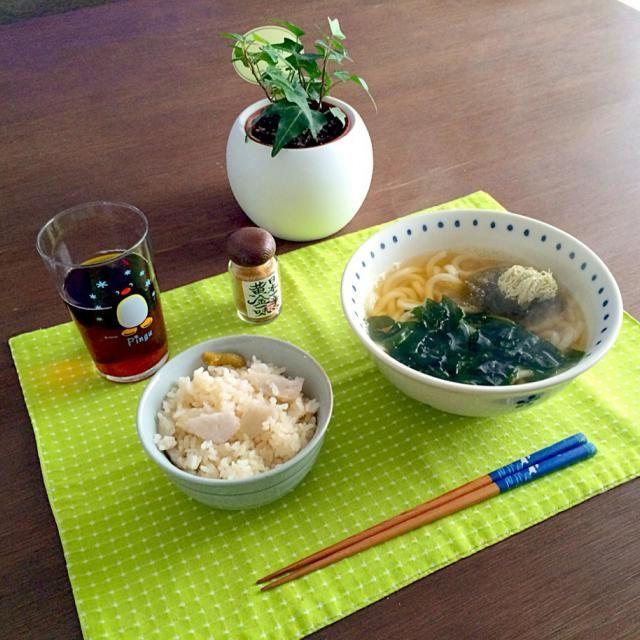 新ワカメ、シャキシャキしてて色も綺麗で美味しいね。(^ー^)ノ - 19件のもぐもぐ - ワカメとろろ昆布うどん、里芋ご飯、ほうじ茶 by pentarou