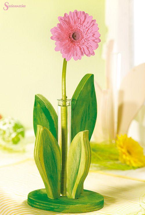 Holzständer #Blume - die #Blätter können bunt bemalt, beklebt & verziert werden. Zusammengesteckt wird daraus ein #Servietten-, #Brief- o. #Bilderhalter. Und mit einem #Reagenzglas entsteht im Handumdrehen eine #Vase. Ab 3 Jahren. Hier erhältlich ► https://shop.wehrfritz.de/de_DE/Sachenmacher-Multiholzstaender-Holz-Sachenmacher/p/076366_1?zg=sachenmacher_wecom&ref_id=60848 #Deko  #Holzständer #bemalen #Sommer #DIY #kreativ #Holz #Kinder #Home