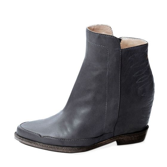 COWBOY MEETS ROCKER 151/07004 Internal wedge bootie Heel: Internal wedge 70 mm / 2.7 inches Grey nappa with tonal cowboy stitching Pointed toe Leather sole with