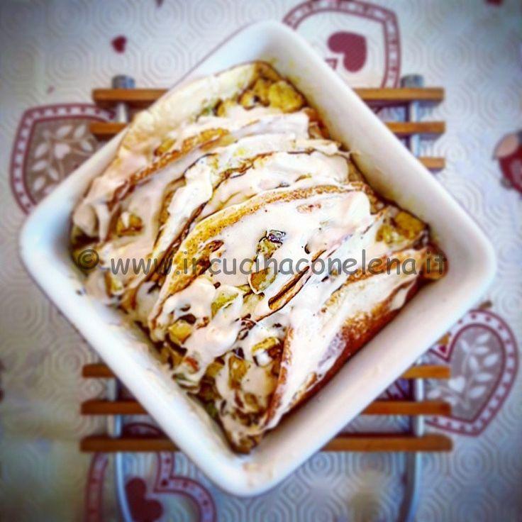 Crespelle di farina di cannellini, ripieno con besciamella di quinoa, zucchine tonde, cipolla, tofu a dadini curry e salsa tamari