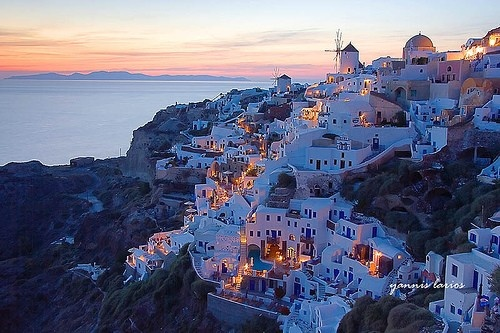 Santorini (Greece), the most unusual / never seen island of the world!Buckets Lists, Santorini Greece, Favorite Places, Dreams Vacations, Night Lights, Sunsets, Places I D, Greek Isle, Bucket Lists