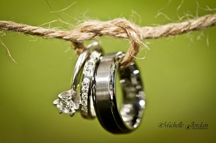 """Tying the knot"" wedding ring shot. This is a great idea! #westernwedding #countrywedding #photography"