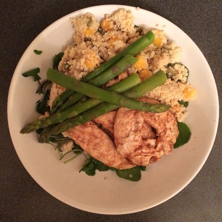 Mini chicken fillets, couscous with mango and pumpkin seeds, and asparagus