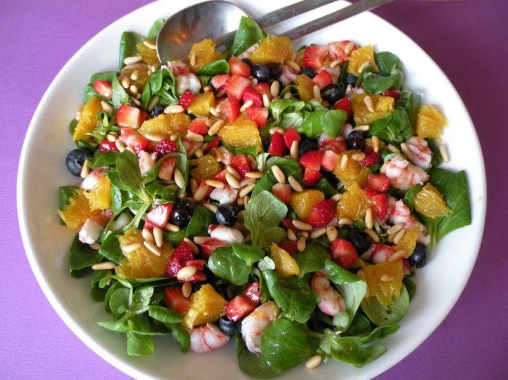 un\'originale ricetta per l\'insalata di farro con l\'aggiunta di mele, kiwi, carote, una e pinoli.