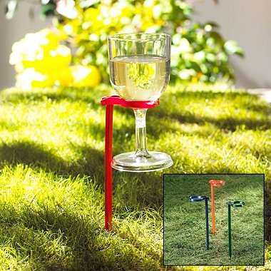 Hands-Free Wine Glass HoldersGardens Ideas, Bbq Ideas, Handsfr Wine, Hands Fre Wine, Wine Glasses Holders, Gardens Theme, Parties Ideas, Kitchens Products, Drinks Accessories