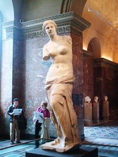 La venus de Milo, Museo del Louvre #paris http://ekladata.com/cenicienta.eklablog.com/perso/histoire%20des%20arts/trace%20ecrite%202012/antiquite/te%20-%20venus%20de%20milo2.pdf