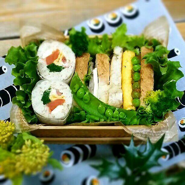 旦那さんの朝ごパン弁当♪  恵方巻き風ラップロール  自家製ハム&チーズサンド  グリーンピースのカレーペースト       &卵焼きサンド  おはようございます♪ 今日は節分なのでラップロールも巻き寿司風\(^o^)/ ちゃんと巻きすで巻きました(≧∇≦) - 91件のもぐもぐ - 旦那さんの朝ごパン弁当♪ by kyuja