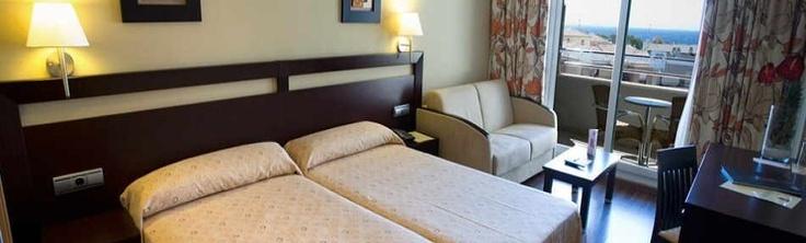 Chollo en el Hotel Bahía Almuñécar **** junto a la playa de Almuñecar y en el centro de la zona de ocio del pueblo con los niños al 50% dto.    http://www.chollovacaciones.com/CHOLLOCNT/ES/chollo-hotel-bahia-almunecar-granada-oferta.html