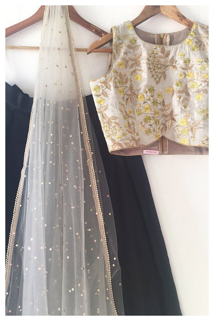 The Dhaani Noir Lehenga Set