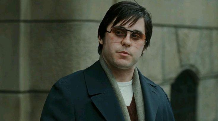 Вообще же метаморфозы с весом для ролей – обычное дело для Лето. После «Реквиема по мечте» он набрал 62 фунта (почти 28 кг) для своего персонажа Марка Дэвида Чэпмена – убийцы Джона Леннона («Глава 27»).