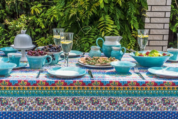 W ogrodzie zadbaj o najmniejsze detale, czyli nawet także o zastawę stołową. Oryginalna zastawa z kolekcji Fiore Blue prezentuje się naprawdę wyjątkowo i elegancko #ceramika #homedecor #garden #inspiration #belldeco