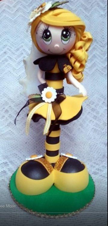 Fofucha en amarillo y negreo
