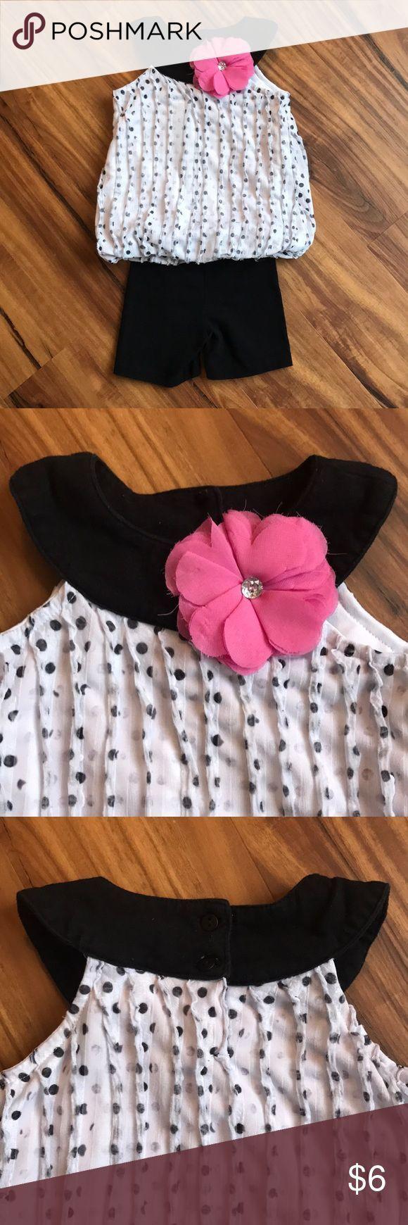 Zweiteiliges Outfit für Mädchen Zweiteiliges Outfit. Das Top ist weiß mit sch...