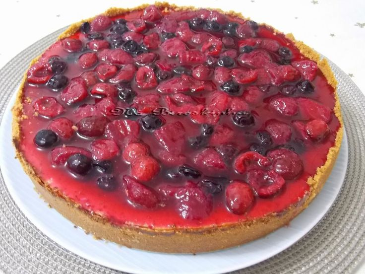 Cheesecake de Ricota e Iogurte com Calda de Frutas Vermelhas - Na Biroskinha