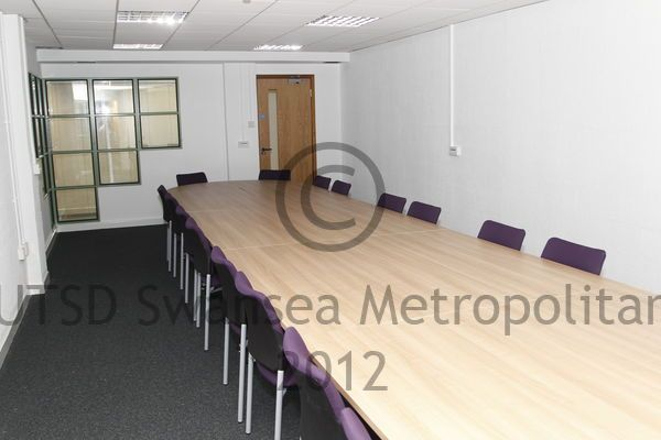 One of the meeting rooms students can use to practice presentations. These rooms have smartboards in them (just like every teaching room in the building) #meetingroom #learningenvironment #smartboard #presentations #students #lecturer #smu #smambassador #Rach