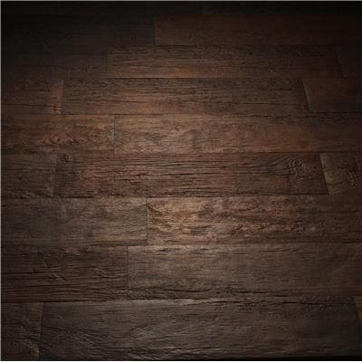 Tile that looks like hardwood, a must in a bathroom!