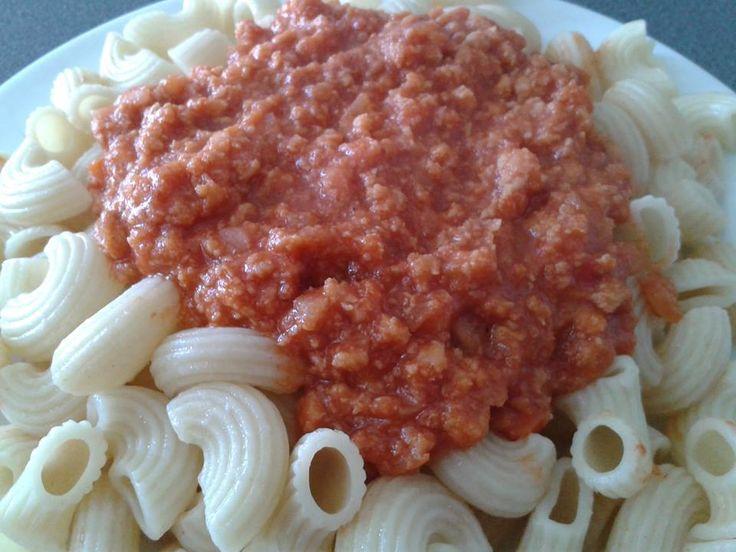 Fran Hernández  Mi plato primaveral: Pastas con salsa primaveral. Cocer las pastas. Para la salsa, usar salsa de tomate natural, carne de soya y verduras. Yo le puse pimentón, cebolla y zanahoria. Quedó delicioso!