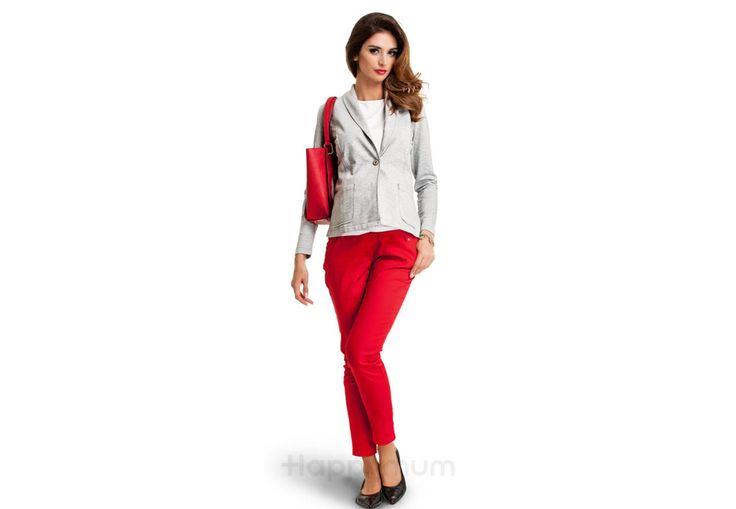 Jolly nadrág - Kismama nadrágok Hordj vidám színeket! Ebben segít a Jolly korallvörös színű nadrágunk, mely klasszikus szűkített szabásával, kényelmes anyagával kedvenc ruhadaraboddá válhat. Vidám színe mindenkit elismerő mosolyra késztet. Pocakodat biztosan tartó extra derékrésze hihetetlenül kényelessé teszi a nadrágunk viselését. Magassarkú cipővel vagy lapos talpú balerinával hordva a legcsinosabb kismamák egyikévé varázsol.