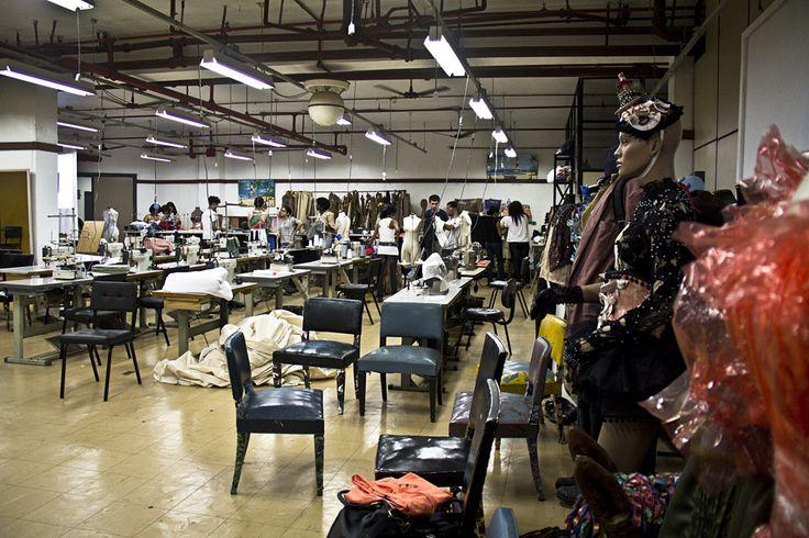 Lab 1 // Agus Commas //  IN-USE: A ressurreição das roupas, remixagem de peças como processo criativo