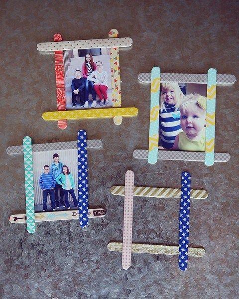 Holzstiele mit Masking Tape bekleben, zusammenkleben und fertig ist ein kleiner Bilderrahmen #bilderrahmen #foto #maskingtape