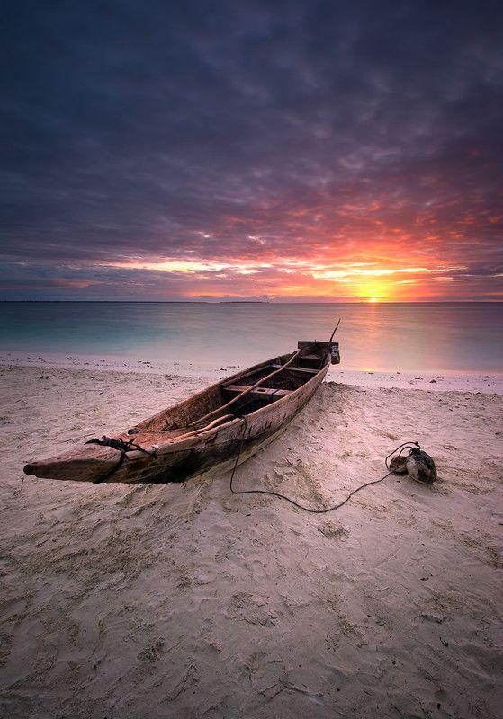 Barque, plage, couché de soleil