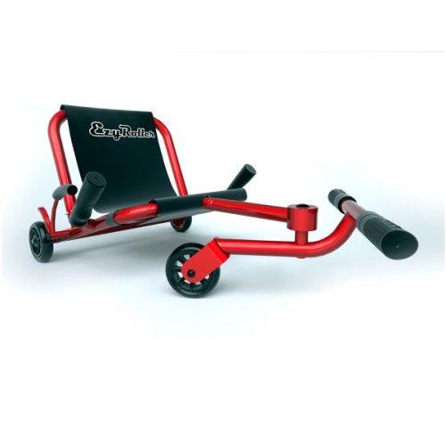 Ezyroller est un véhicule unique qui plaît à tous les âges. Ce n'est ni un vélo, ni un kart. Il n'a pas de chaines, ni de pédales. Son fonctionnement est différent et amusant. L'enfant s'assied sur le siège en toile, pose ses pieds sur la barre transversale et c'est parti. Ezyroller avance en ondulant légèrement grâce aux mouvements de jambes de l'enfant, de droite à gauche. Cela lui donne l'allure d'un serpent. C'est aussi en actionnant la barre avec les j...