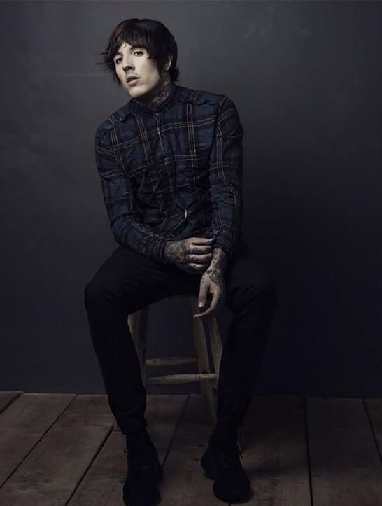 Artist of the week. Week 1. OLIVER SYKES, lead singer of Bring me the Horizon. He's both exceptional in making music and clothes. Clothing line DROPDEAD. Oli Sykes is a former drug addict and has adapted his music to his new lifestyle change.