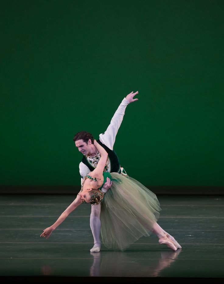 Yury Yanowsky and Ashley Ellis in Boston Ballet's Emeralds ©Rosalie O'Connor