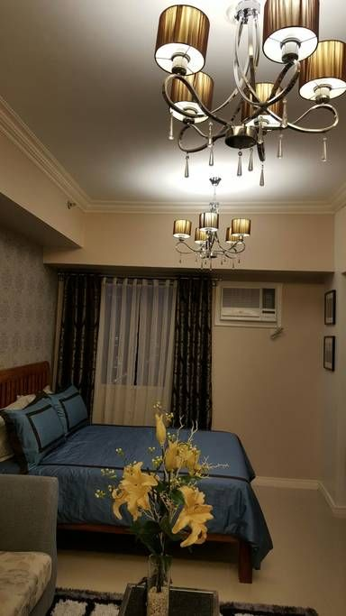Entire home/apt in Quezon City, PH. Welcome to our hotel styled condo at SMDC Sun Residences... A nook to relax and enjoy the view of Manila Bay and city lights at the end of your day... Perfect spot if you`re travelling for work, holiday or a homecoming reunion in UST!