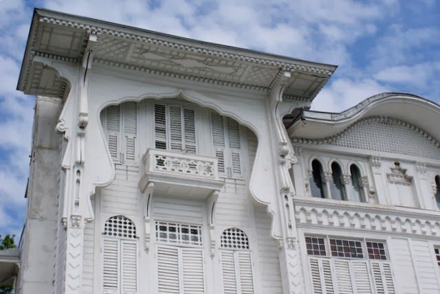 Located in Yenikoy, the Faik & Bekir Bey Yali was crafted by Ottoman Imperial Architect Raimondo D'Aronco in 1906.