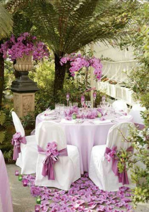the 2014 Pantone color of the year, radiant orchid, used in a beautiful and elegant way.