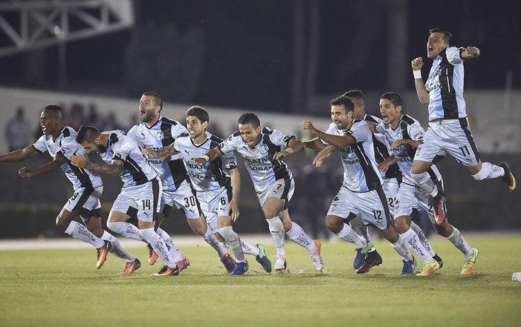 Los Gallos avanzaron a la final del torneo de Copa Apertura-2016 del futbol mexicano anoche al vencer 8-7 en tandas de penaltis al Toluca en la semifinal jugada en el ...