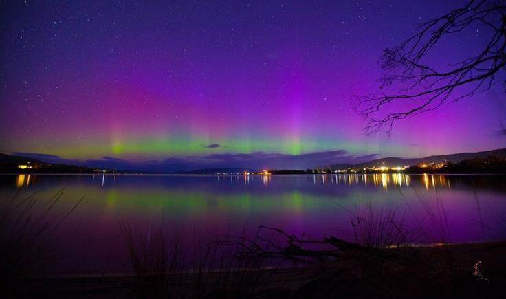 Auroras australes desde Howden, Tasmania, Australia. 1 de junio de 2013 Crédito: Sophie Fazackerley