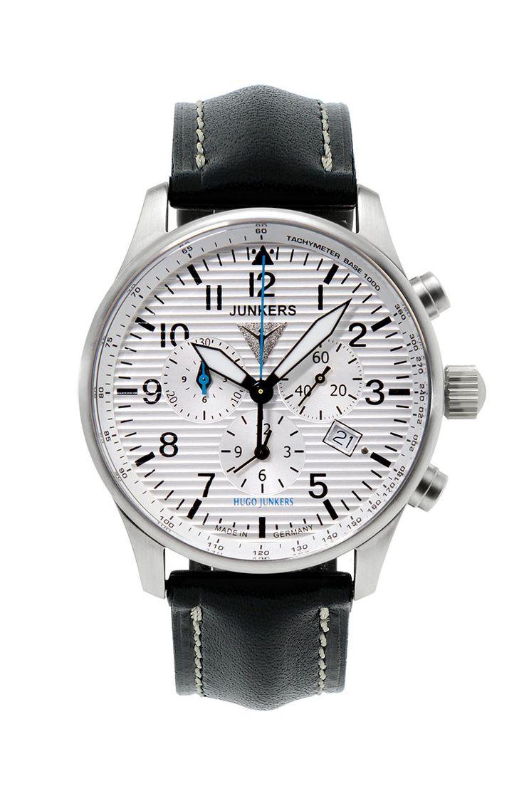 Dieser Chronograph von Junkers gehört zur Serie Hugo Junkers. Eine Jubiläums-Uhr zu Andenken an den 150. Geburtstag von Hugo Junkers. Mit persönlicher Gravur bestellen.