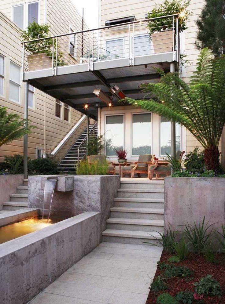 Edelstahl-Balkongeländer für ein modernes, zweistöckiges Haus