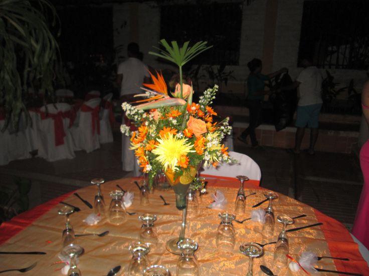 centros de mesas flores tropicales
