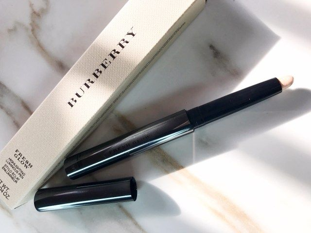 I love powder highlighters but the Burberry Fresh Glow Highlighting Luminous Pen gives them a run for their money! It's seriously amazing  Click VISIT to read all about it!   #makeup #beauty #burberry #highlighter