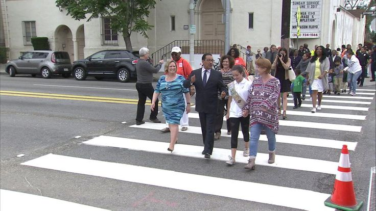 LA Girl Scout pushes city to make crosswalk safer http://abc7.com/news/la-girl-scout-pushes-city-to-make-crosswalk-safer/2073991/