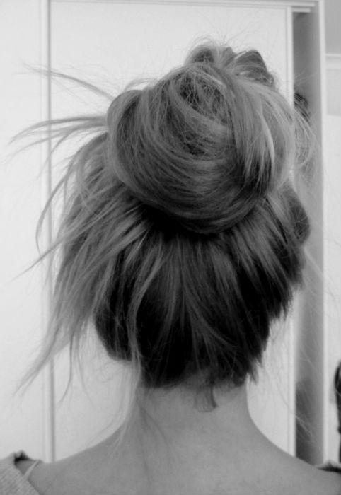 : Hair Hair, Long Hair, Gorgeous Hair, Messy Buns, Hair Style, Hair Looks, Cute Buns, Tops Knot, Hair Buns